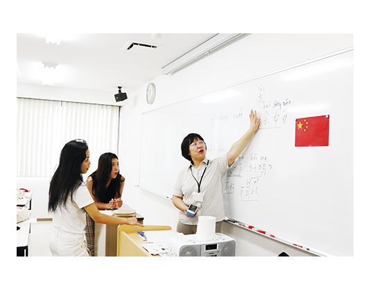 中国語も学べる
