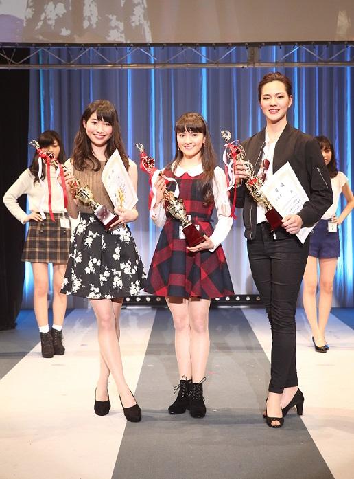 左から準グランプリ、グランプリ、特別賞の高校生☆